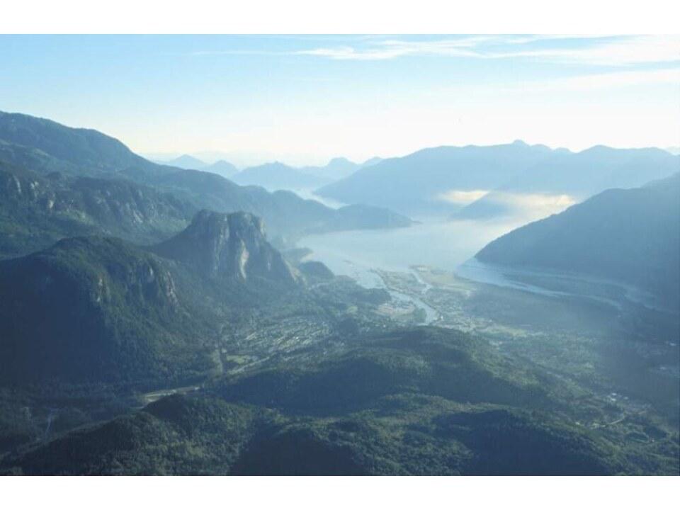 Squamish Oceanfront – aerial photo